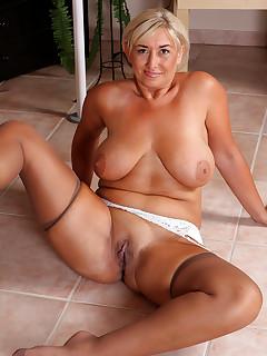 hot moms wearing tan stockings fucking photos